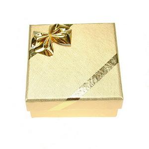 cutie-bijuterii-aurie-pentru-cercei-pandantiv-sau-brosa-poza-t-p-n-cutie-cadou-argintie-set-bijuterii-argint-01