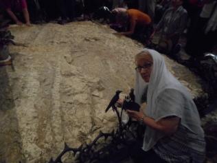 ... piatra pe care traditia spune ca Iisus a ingenuncheat sa se roage in noaptea dinaintea Patimilor ...
