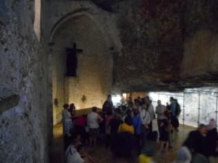... locul unde Imparateasa Elena a gasit sfanta cruce ...